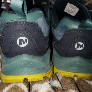MERRELL HIKING SHOES MID WATERPROOF SIZE 8